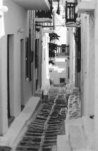 narrow street in Mykonos town
